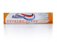Aquafresh Extreme Clean Fluoride Toothpaste, Whitening Action 5.60 oz [053100338832]