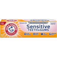 ARM & HAMMER Sensitive Whitening Fluoride Anticavity Toothpaste with Orajel, Frosted Mint 4.50 oz [033200180869]